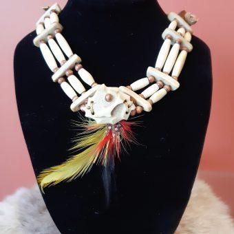 241 collier plume jaune