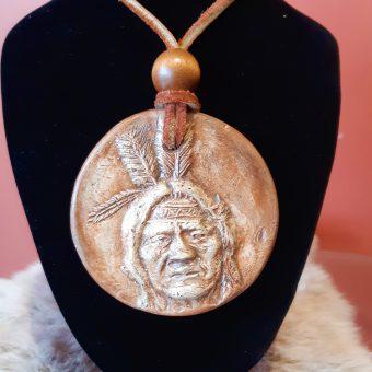 246 collier tete indien