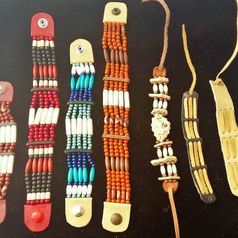 56 bracelets mixtes